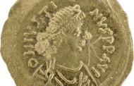 Златна монета на император Юстин І открита при разкопките в град Ахтопол