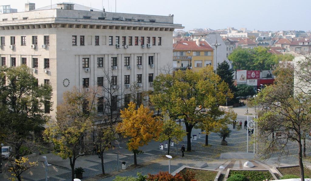Пореден протест на медсестрите в Бургас. Манолова пристигна за подкрепа (видео)