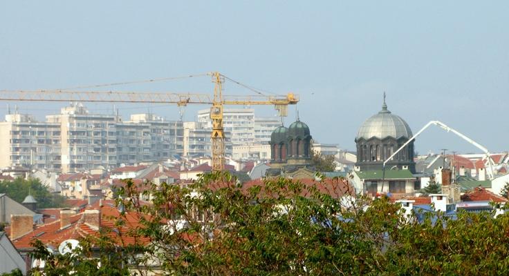 Реставрират фасадата на най-големия храм в Бургас