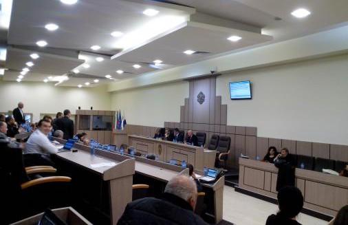 """По предложение на кмета Николов ще бъде отчужден имотът със строежа на 1 метър от ОУ """"Любен Каравелов"""""""