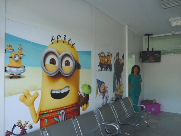 Миньоните посрещат децата в новооткрития Детски спешен център в Бургас