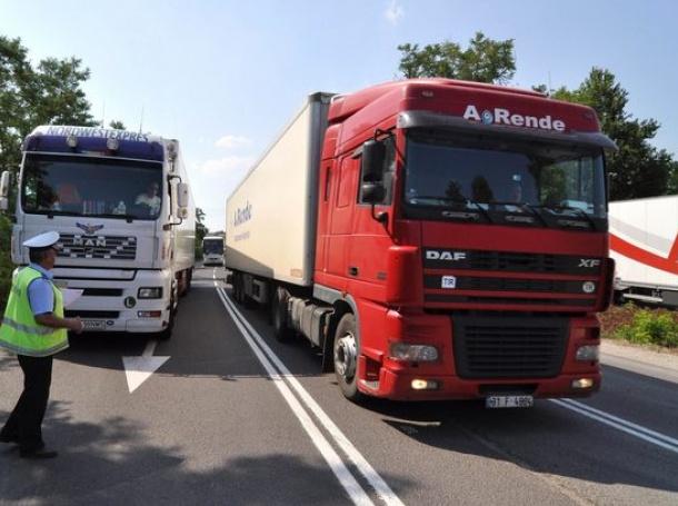 От 14.00 до 20.00 часа, се спира движението на камионите над 12 тона