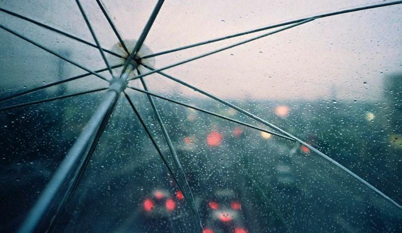 Идват валежи с гръмотевици, температурите падат