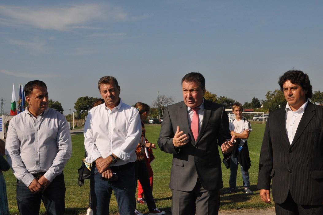 Равда с нови футболни игрища, парк и велоалея