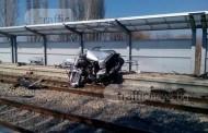 Влакът Пловдив-София смачка кола на жп прелез, има загинала жена