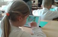 Първокласници показаха как учат английски с интерактивна дъска и таблети
