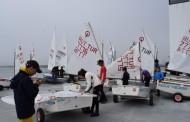 Бели платна изпълват залива на Пристанище Бургас през почивните дни
