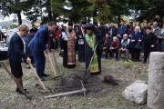 """Кметът Димитър Николов направи първа копка на храм """"Свети Димитър"""" в Миролюбово"""