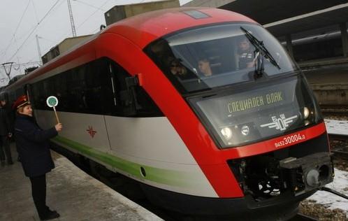БДЖ спира влакове, нямало локомотиви