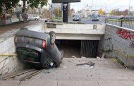 Пияна шофьорка обърна колата си в подлез