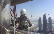 Алпинисти от Царево работят на най- високата сграда в света