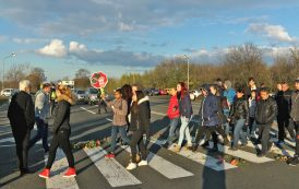 Жители на с. Атия затвориха пътя Бургас - Созопол (видео)