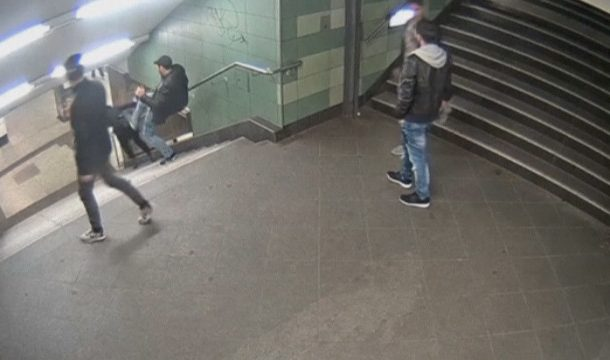 """Билд"""": Българинът, ритнал жена в берлинското метро, е пребит в затвора"""