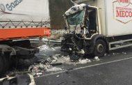 Тежка катастрофа между тир и две коли в района на Сливница, има загинал