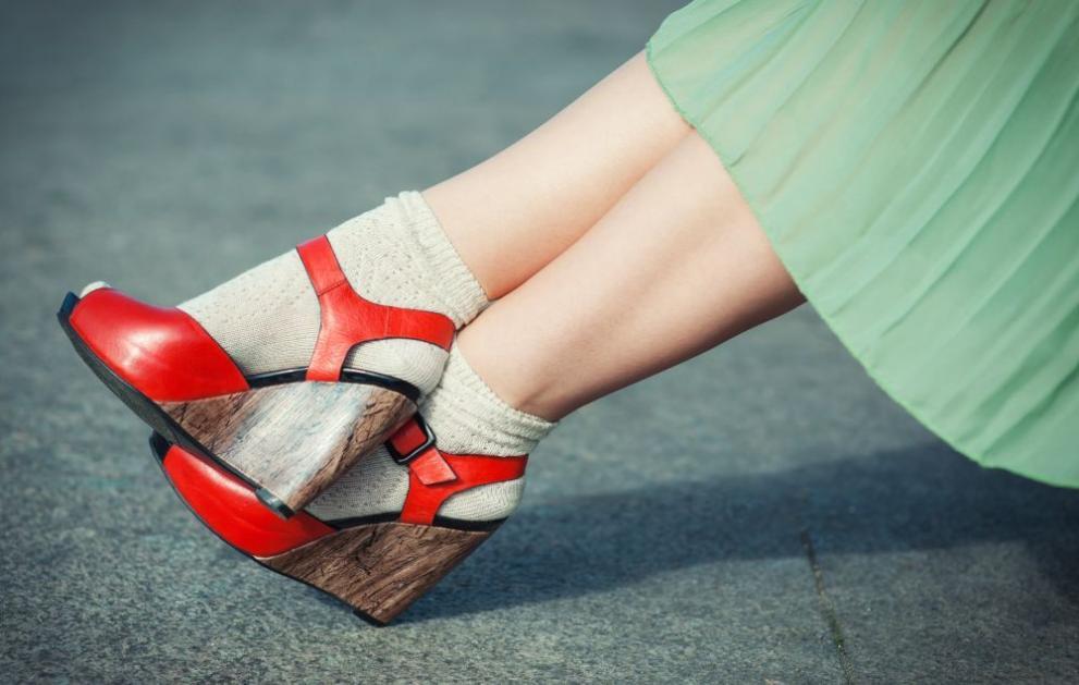Тренд: На Коледното парти - с чорапи и сандали