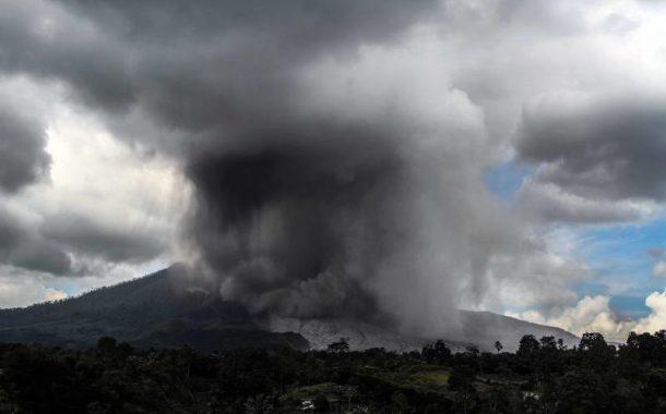 Вулкан разлюля остров Суматра (ВИДЕО)