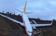 Самолет поднесе при кацане в Турция