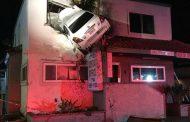 Каскадьор: Мъж заби колата си във втория етаж на стоматологична клиника