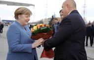 Ангела Меркел пристигна на работно посещение в София
