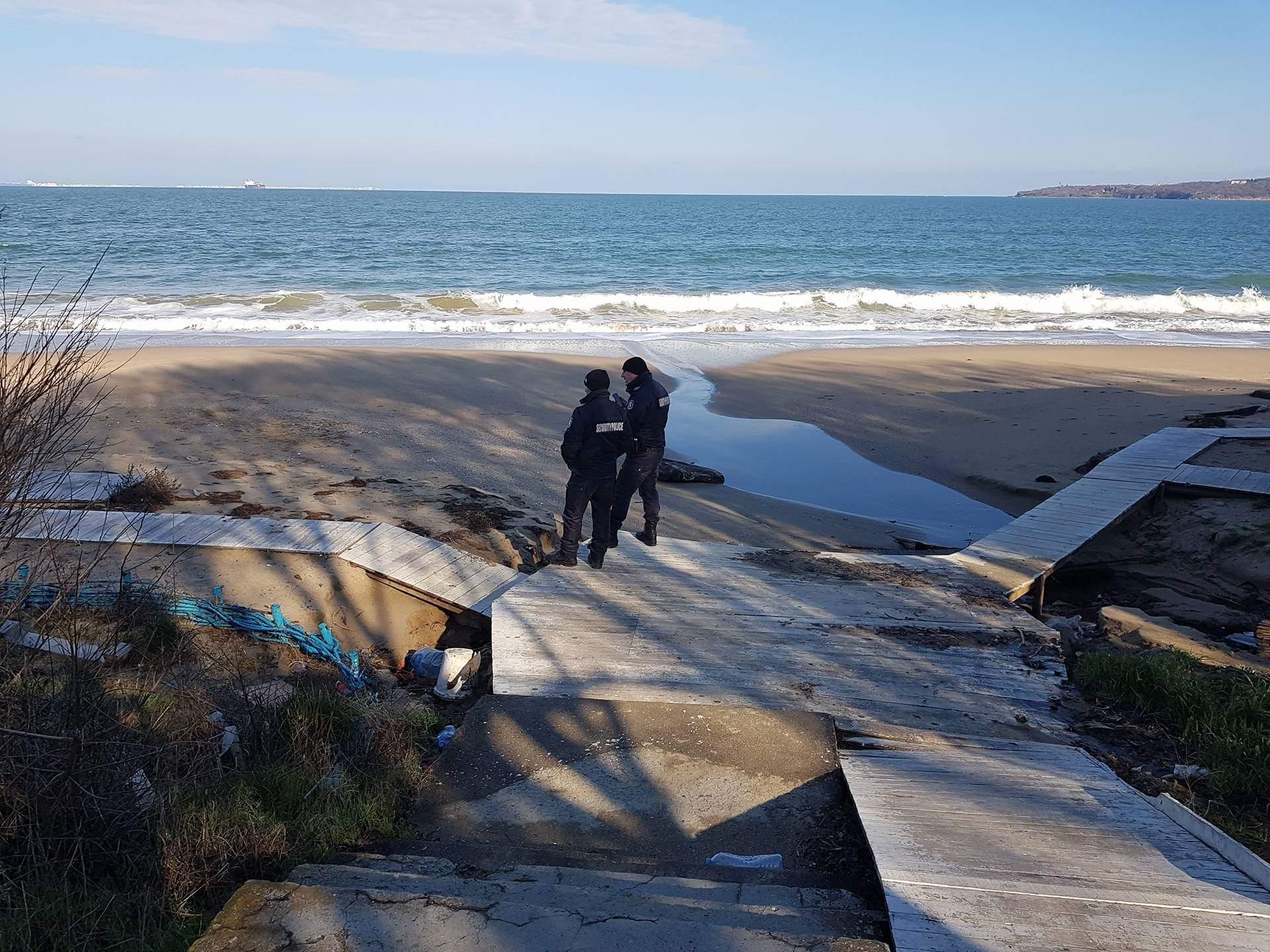 Няма следи от насилие върху открития труп на жена на плажа в парк