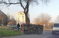 Микробус се обърна на бул.