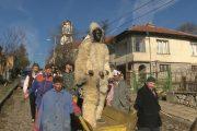 Бял кукер гони злото в Малко Търново  /видео/