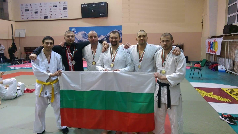 Бургаски полицаи с медали от световното по джу джицу