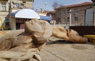 Скулптори дадоха нов живот на старите чинари от крайбрежната алея