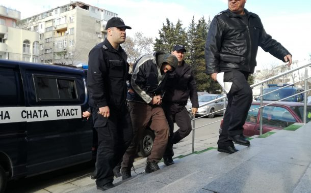 Доведоха Челебиев окован с белезници в съда