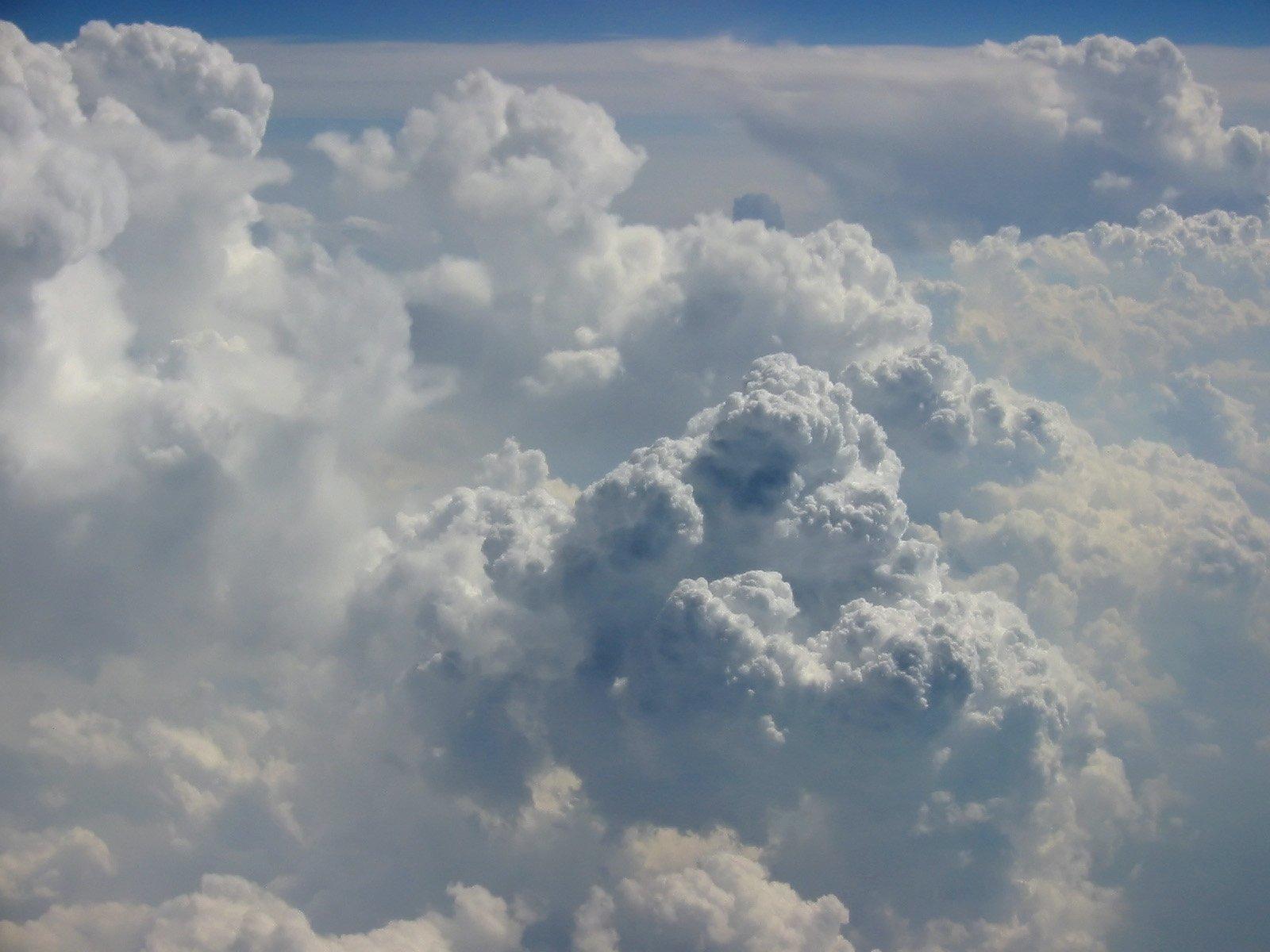 Облаци и дъжд през новата седмица