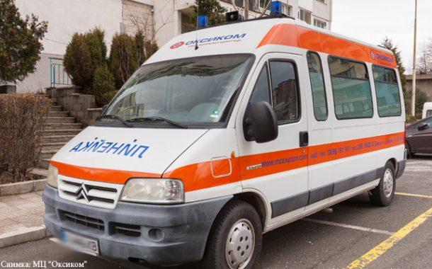 18- годишен без книжка рани мъж в Приморско, опитал се да спаси бебе в количка