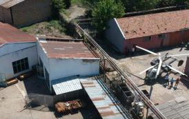 Хеликоптер се удари в покрива на винпром (ВИДЕО)