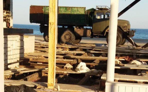 На плаж Слънчев бряг-север са премахнати още два незаконни обекта
