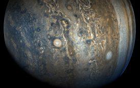 3D полет над ураганите на Юпитер (ВИДЕО)