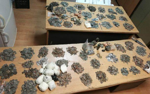 Конфискуваха голямо количество монети, пръстени и фигурки на границата с Турция