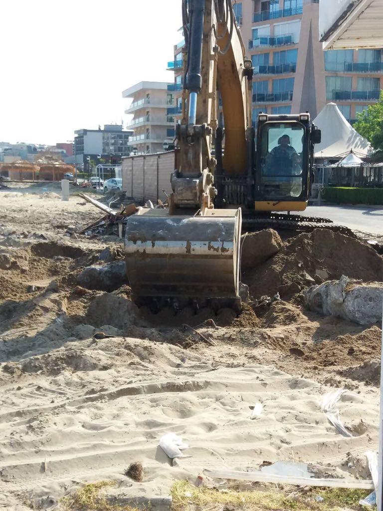 """На плаж """"Слънчев бряг-север"""" бяха премахнати основите на бар, нарушаващ схемата за преместваеми обекти"""