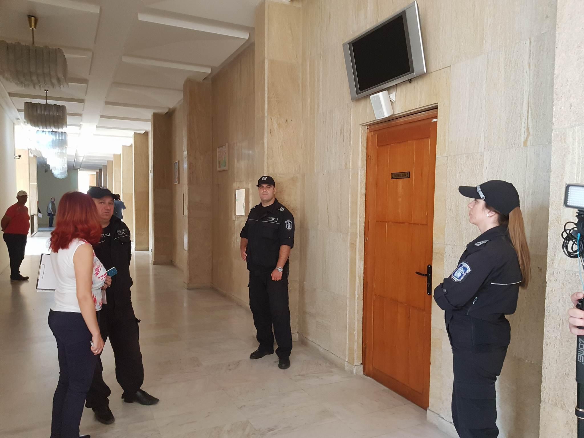 Делото за атентата на летището започна в Бургас. Разпитват повече от 40 души