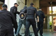 Екшън пред съда в Бургас! Мъж замери с яйца обвинения за убийството на Никол /видео/