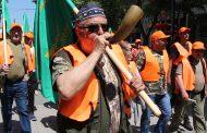 Ловци и риболовци дефилираха по улиците на Бургас за Гергьовден /видео/