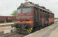 Пожар край релсите блокира бързия влак София - Варна