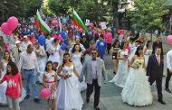 Антигей поход се проведе в Бургас, шестваха булки и младоженци /видео/