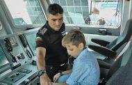 """Деца разгледаха граничен кораб """"Обзор"""" и се запознаха с кучето Сито /видео/"""