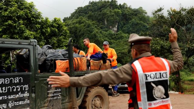 Започна операция по изваждането на децата, блокирани в пещера в Тайланд