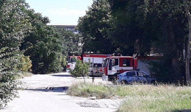 Мъж загина на място, след като метална конструкция го затисна