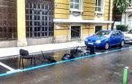 Иновация: Ето как се пазят паркоместа в центъра на Бургас