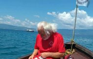 Българин преплува в чувал Охридското езеро, подобри рекорд