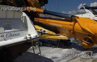 Кран смаза две яхти в Созопол, дете е паднало във водата /снимки/