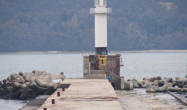 Локализирано е тялото на едно от децата, паднали в морето във Варна