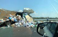 Катастрофа с два тира затрудни движението по магистрала
