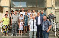 Дядо Никола отпразнува 100 години с торта и песни